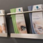 Wartebereich der Augenarztpraxis D. Michaelis, Radolfzell. Hochwertige augenärztliche Diagnostik und Therapie für Patienten aus dem Raum Singen, Tübingen, Konstanz, Zürich.
