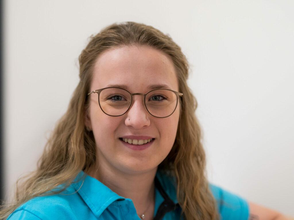 Auszubildende des Praxis-Teams der Augenärztin Daniela Michaelis, Radolfzell. Leistungen der augenärztlichen Vor- u. Nachsorge, Diagnose und Therapie für Patienten Singen-Schweiz.